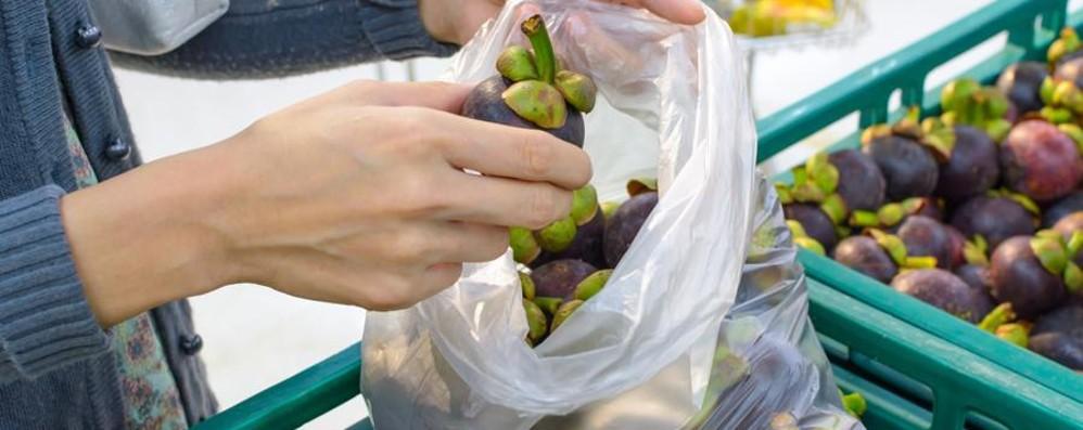 Nuova stangat(in)a sulla spesa Frutta e verdura, sacchetti a pagamento