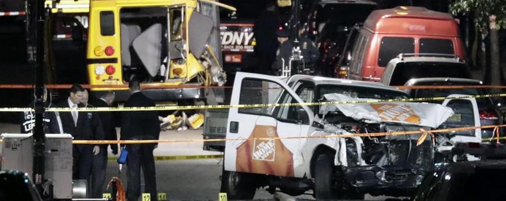New York, 8 morti e 15 feriti «È terrorismo, forse un lupo solitario»