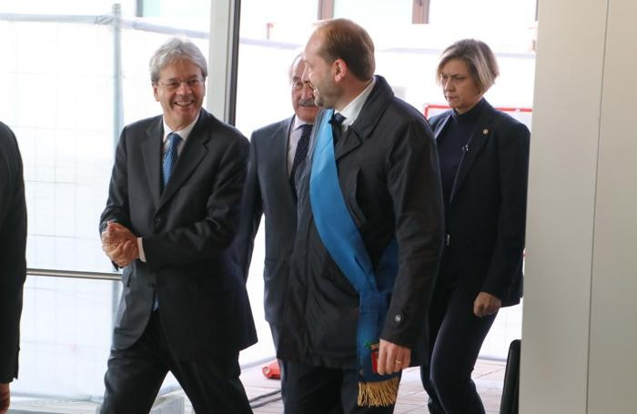 Il premier con Alberto Bombassei e il presidente della Provincia, Matteo Rossi