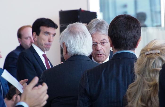 Il ministro Maurizio Martina e il premier Paolo Gentiloni