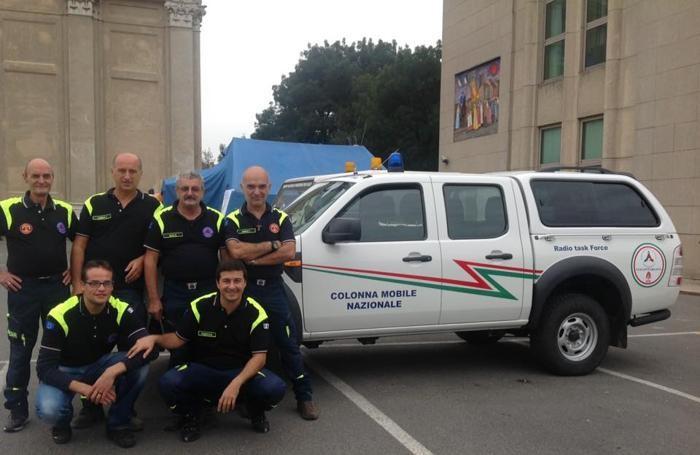 Nella foto con la Protezione Civile Varischetti è il secondo in piedi da sinistra.