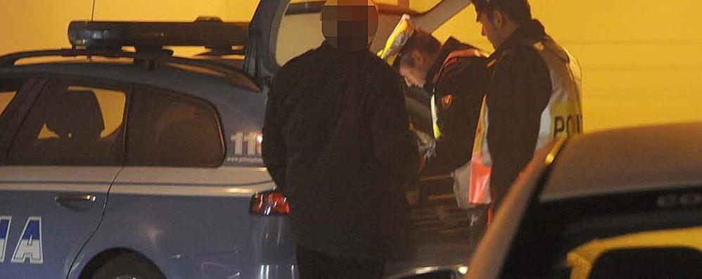 Automobilista alla guida senza patente Notte di controlli tra alcol e droga