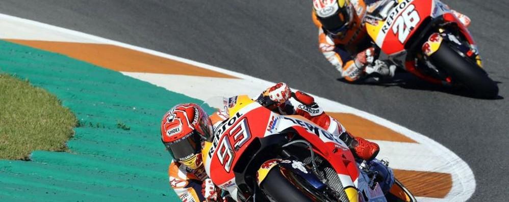 MotoGp, Marquez campione del mondo Dovizioso esce di pista a 5 giri dall'arrivo