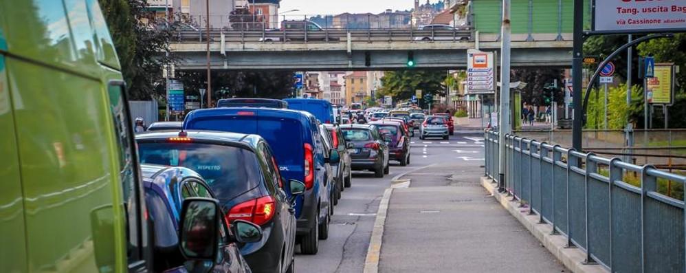 Ecco come evitare code e traffico Rallentamenti in ingresso a Bergamo