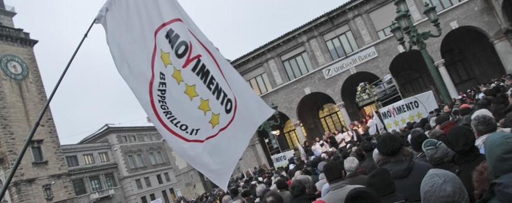 Lombardia, il programma dei Grillini «Dimezzeremo stipendi dei consiglieri»
