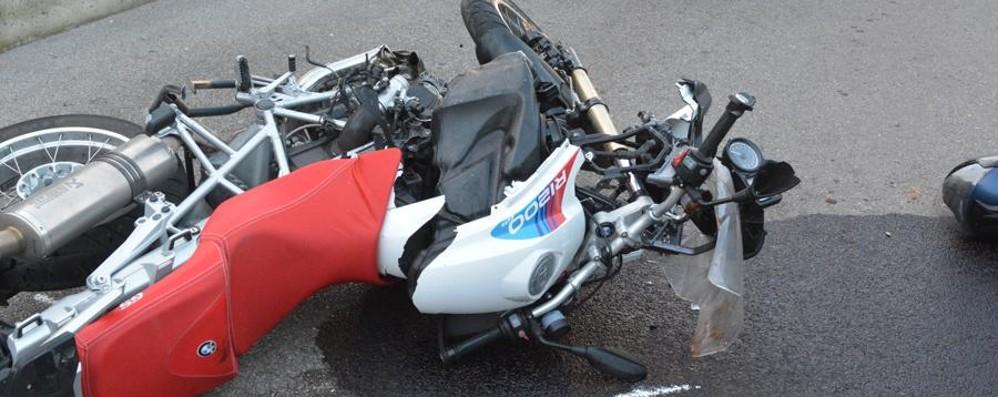 Con la moto contro un muro Zogno, in prognosi riservata 56enne