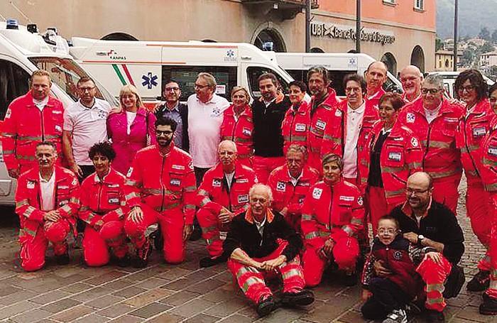 I volontari della Croce Blu a Sarnico: Cristinelli è il primo in piedi a sinistra
