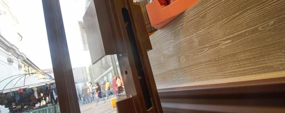 I negozi in centro e i furti di una notte 15 giorni fa la «banda del trapano»