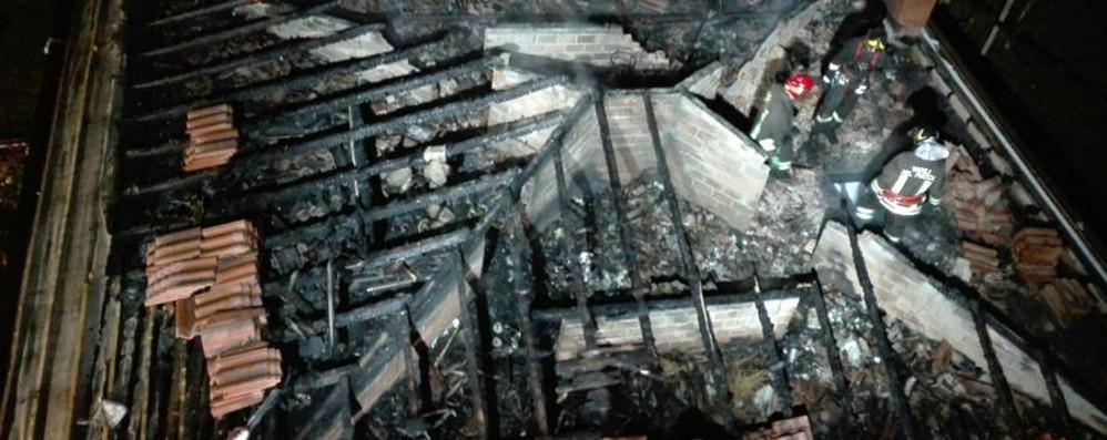 Rogo a Monasterolo del Castello Distrutto il tetto di una casa - Le foto