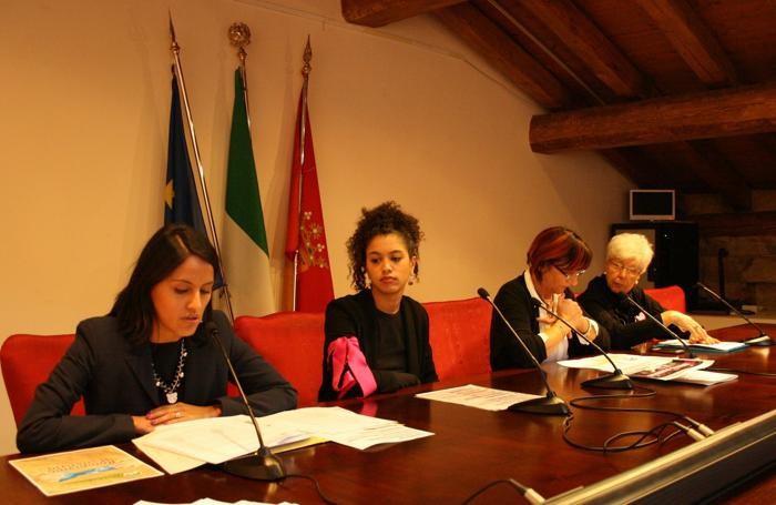 Luisella Gagni , Federica Poli per Non una di meno Bergamo, Oliana Maccarini centri anti-violenza  Isabel Perletti, consigliera di parità della Provincia di Bergamo.