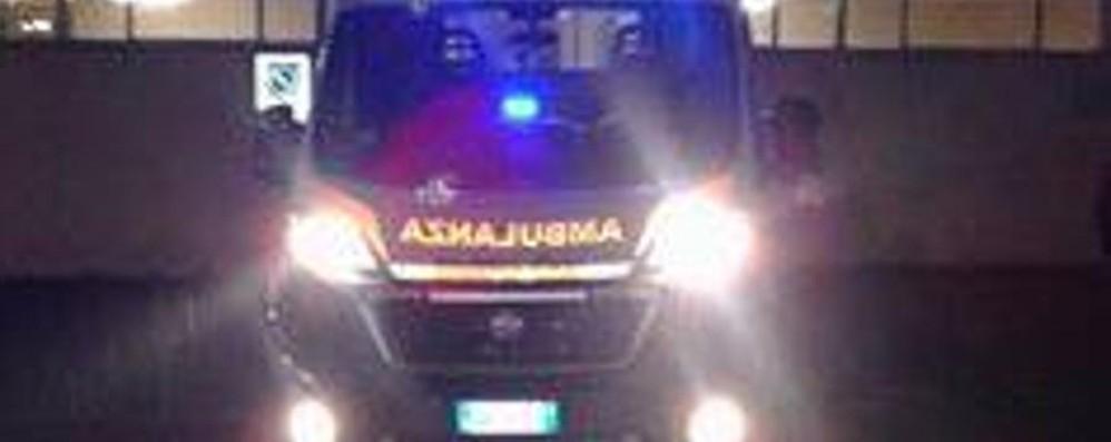 Bimbo sull'ambulanza, corsa in ospedale I soccorritori: «Nessuno si è spostato»