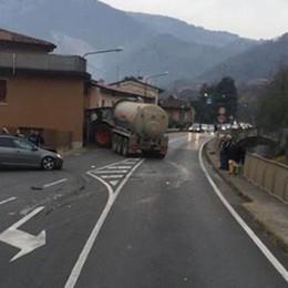 Borgo di Terzo, auto contro trattore Statale 42  bloccata per ore