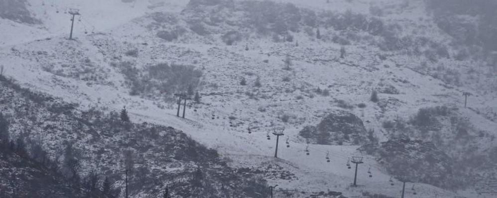 Bufera di neve, chiuso passo dello Stelvio Fiocchi bianchi anche sulle orobie - Foto