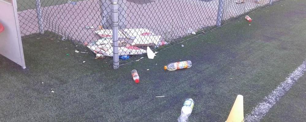 Barzana, pezzi di vetro nel campo sportivo «Basta vandali, situazione insostenibile»