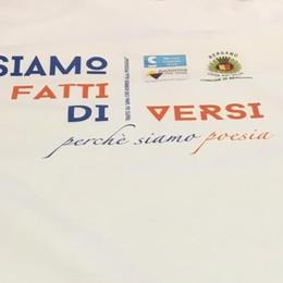 «Siamo fatti di... versi, siamo poesia» L'inclusione passa da una t-shirt