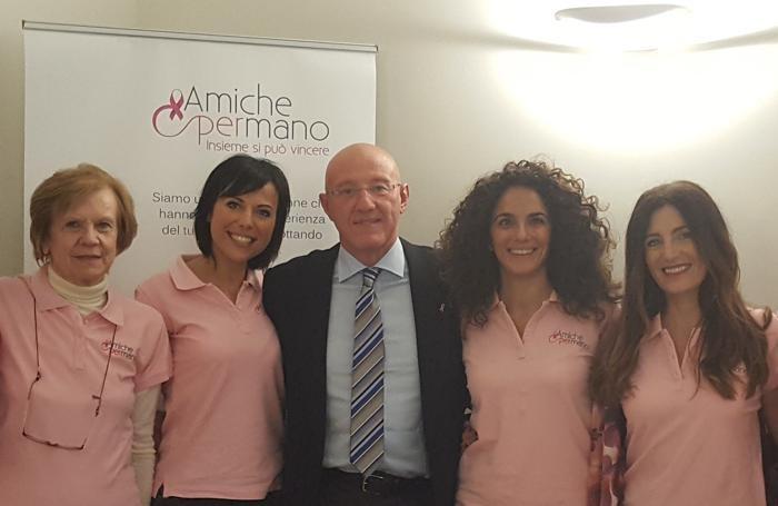 L'associazione «Amiche per mano» con Massimo Grassi