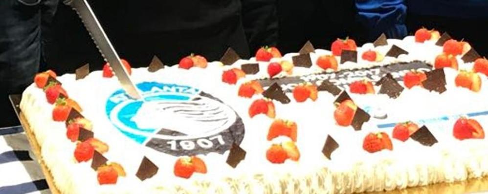 Atalanta, che festa per i 110 anni Ad Almè 300 tifosi al Club Amici