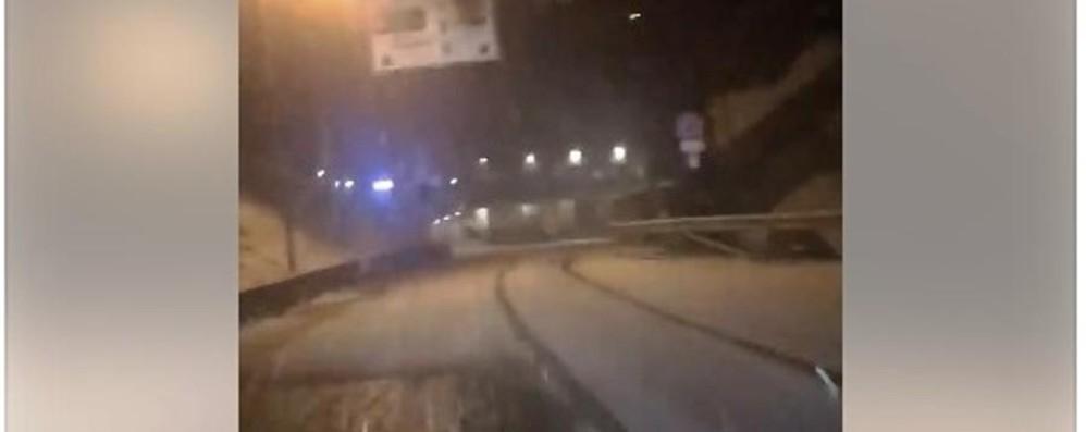 Nevica a Foppolo, strade imbiancate Guarda il video dei primi fiocchi