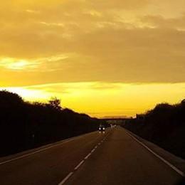 Alba dal cielo oro e arcobaleno - Foto Ecco il risveglio dei bergamaschi