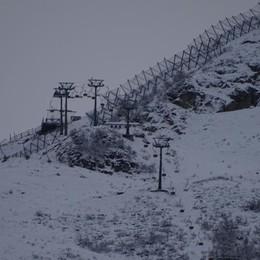 Ancora neve sulle montagne orobiche Ecco Valbondione e Lizzola imbiancate