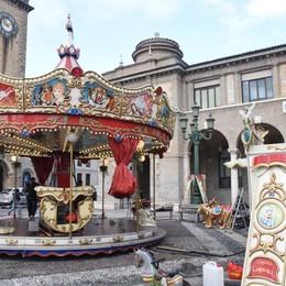 La nuova giostra è arrivata a Bergamo Presto i cavalli torneranno a volteggiare