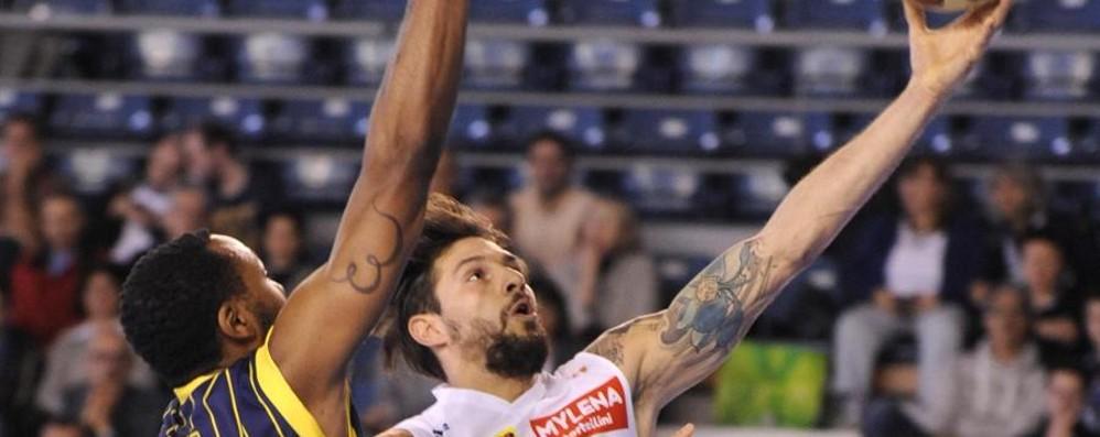 Basket e pallavolo, tris di sconfitte Cadono Remer, Bergamo e Foppa