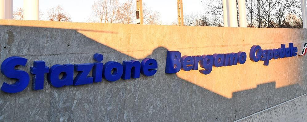 Primo giorno del treno per l'ospedale Da Bergamo in 3 minuti a 1,40 euro