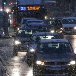 Neve, strade scivolose e traffico lento Tutti i  consigli per evitare incidenti