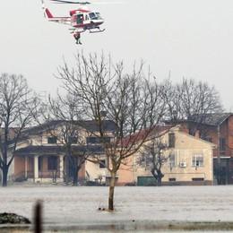 Allagamenti e frane: danni del maltempo Evacuato il paese di «Don Camillo»