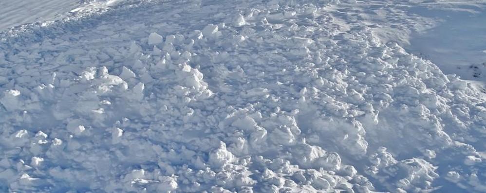 Ecco i distacchi spontanei di valanghe Cautela in montagna - Foto e video