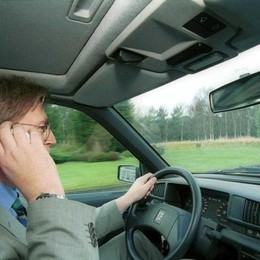 Guida con cellulare, controlli speciali Bilancio: 170 multe in un solo giorno