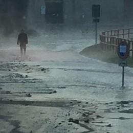 Città Alta, scoppia una tubatura Via della Fara finisce sott'acqua