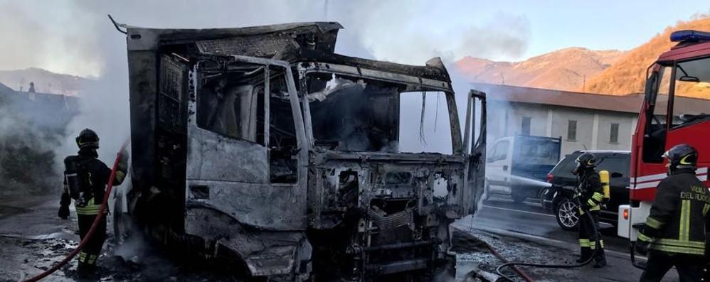 Camion in fiamme a Pontida Lunghe code sulla Briantea