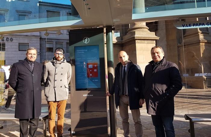 Da sinistra, Fabrizio du Chène de Vère, l'assessore Stefano Zenoni,  il presidente Atb Alessandro Redondi e Gianni Scarfone