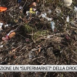 Dietro la stazione il  «market» della droga Guarda il servizio di BergamoTV