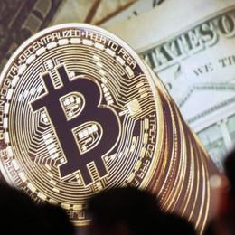 Crolla il Bitcoin, meno 40% In fumo 121 miliardi di dollari