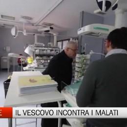 Natale in corsia, il vescovo incontra i malati