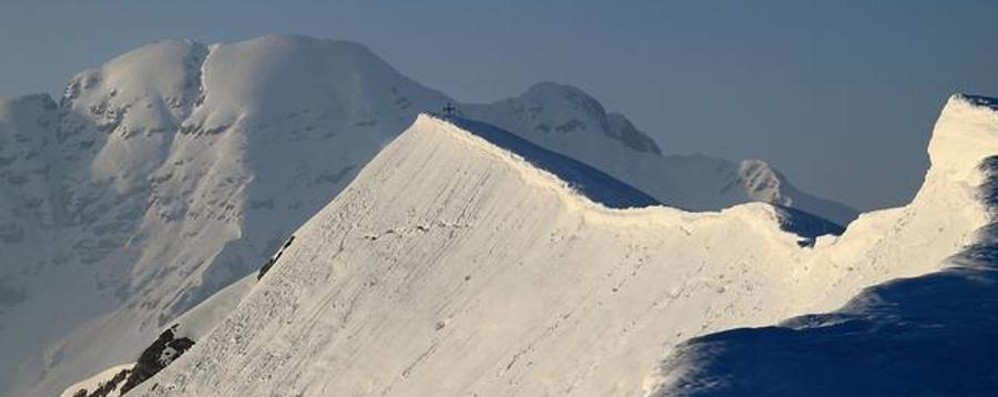 Cade con la bicicletta sul monte Grem Il soccorso alpino porta in salvo 50enne