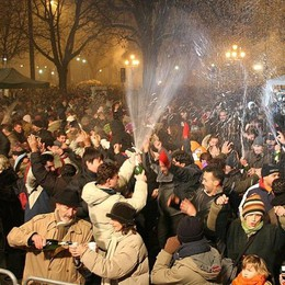 Capodanno, festa in piazza Matteotti Con Ivan Cattaneo (e niente  vetro)