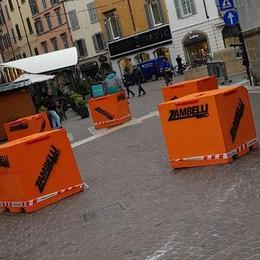 Terrorismo, cresce l'allerta per Natale Posati blocchi arancioni in Piazza Pontida