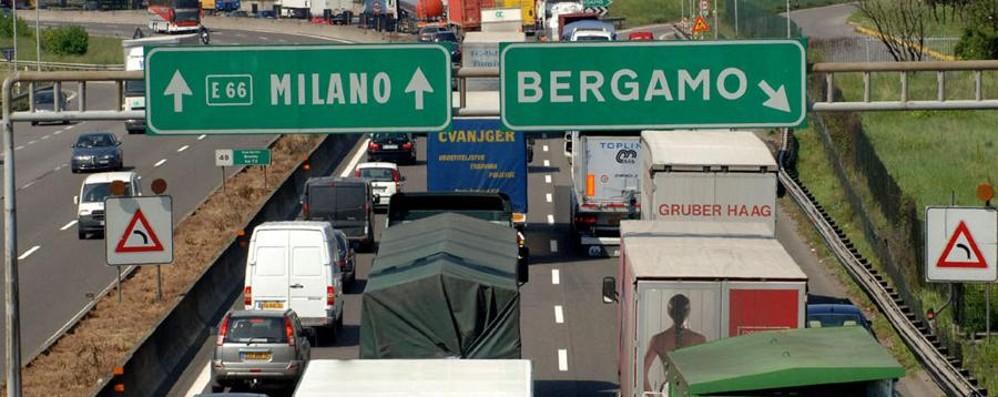 Non solo luce e gas più cari, anche l'A4 Balzo a 3,50 euro per la Milano-Bergamo