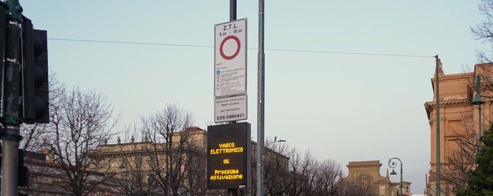 Sentierone, ecco la nuova telecamera Multerà i furbetti del parcheggio