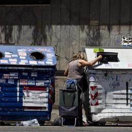 Famiglie, aumentano le diseguaglianze Un italiano su 3 a rischio povertà