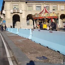 La saga dei blocchi anti terrorismo Prima arancioni, ora azzurri - Foto