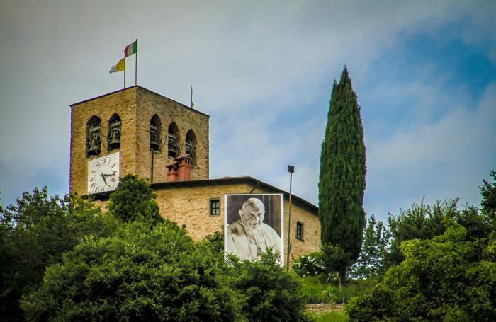 Drappo di Papa Giovanni a Sotto il Monte