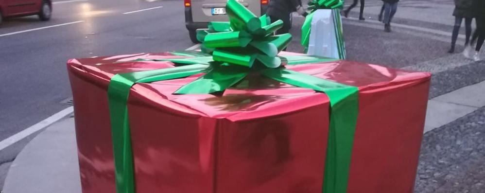 Arancioni, celesti e ora pacchi di Natale Blocchi antiterrorismo cambiano ancora
