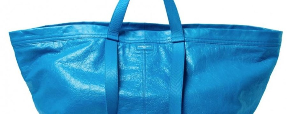 Borsa Ikea? No, Balenciaga - Foto Ecco la versione luxury della sacca blu