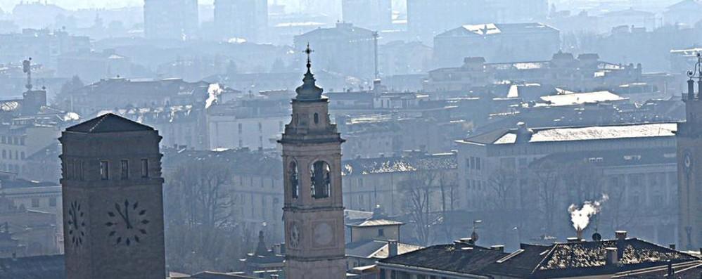 Smog, Legambiente lancia l'allarme «Polveri sottili mai così alte dal 2002»