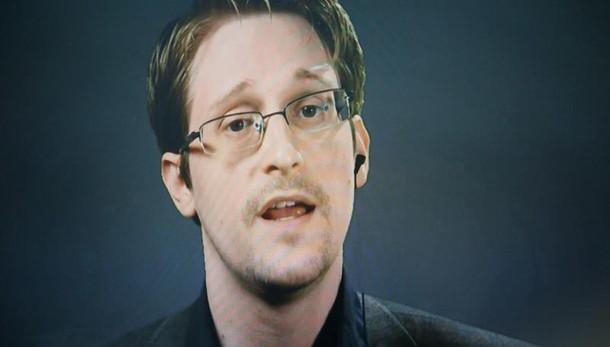 Mosca riconsegna Snowden a Usa? Falso