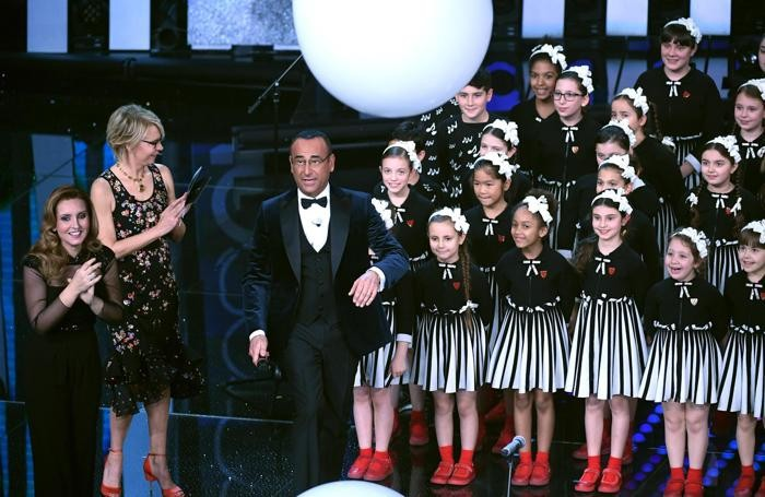Italian hosts Maria De Filippi and Carlo Conti with the children of Little Choir of Antoniano on stage during the 67th Festival of the Italian Song of Sanremo at the Ariston theater in Sanremo, Italy, 09 February 2017. The 67th edition of the television song contest runs from 07 to 11 February. ANSA/CLAUDIO ONORATI